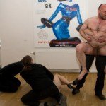 Erootilise kunsti näitus kergitas meeste seelikusabasid