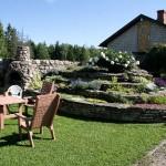 Lilleorgude kodus paitavad silma maakivid ja õiterohkus