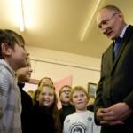 Minister utsitas Narvat gümnaasiume vähendama