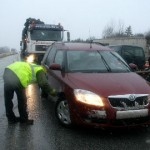 Politsei tuvastas veerandsada ohtlike rehvidega autot