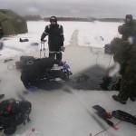 Mereväe tuukrid harjutavad Peipsil jääsukeldumist