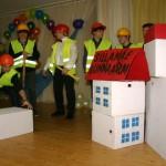 Ehitustandril õppinud gümnasistid said tasuks sooja koolimaja