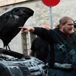 Püro-vandaal pani Narvas Metsatöllu tuuribussile tule otsa