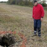 Peeri küla põllul varises sisse vana kaeveõõs