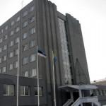 Rahalises kitsikuses Kohtla-Järve linnavalitsus koondab töötajaid