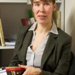Tüdruk Kohtla-Järvelt tõlgib bürokraaditöö kõrvalt väärtkirjandust