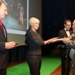 Evelin Ilves surus Virumaa fotokonkursi võitjatel kätt