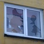 Psüühiliselt haige mees lõhub naabrite aknaid ja autosid
