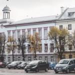 Narva kaalub tasulise parkimise kehtestamist