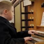 Kirikukontsertide sarja avab mehetegusid teinud noor orelimängija