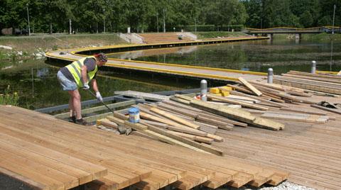 Ehitajatel tuli terrassid üle värvida, kuid praeguseks hakkavad tööd juba lõpule jõudma.