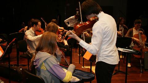 Moskva riikliku konservatooriumi kammerorkestris mängivad tudengid, kelle soov mängida väga hästi kajastus ka orkestri proovis.