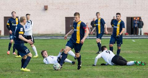 Turniiritabelis on Trans Kalevi selja taha jätnud, kuid olukord võib muutuda juba sel laupäeval, mil Ida-Viru klubid on omavahel vastamisi Sillamäel.