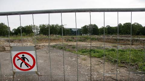 Tulevase pargikeskuse asupaigas seiskusid ehituse ettevalmistustööd juuni keskpaigas. Praegu kõrgub seal umbrohi, kuid kuu lõpus peaks ehitus täie hooga käima minema.