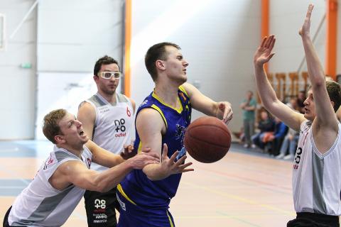 Toila ja HITO vahelised  mängud olid eelmisel hooajal tulised ja tasavägiseid heitlusi tasub oodata ka tänavu − nii Ida-Viru meistrivõistluste kui Eesti teise liiga mängudes.