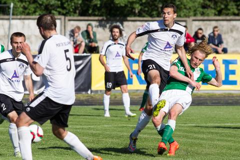 Sillamäe Kalevil on noorenduskuuri läbiviimisel eeskujuks Tallinna Flora, kes põhiliselt oma noortega mängides tuli tänavuseks Eesti meistriks ja võitis Sillamäed kõigis neljas omavahelises mängus.