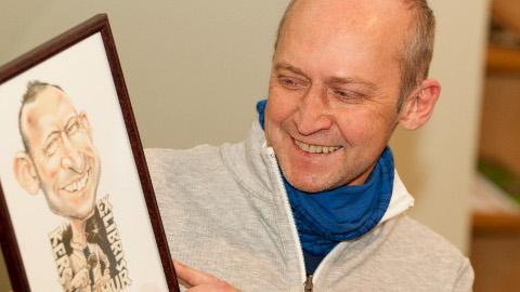 """Vahur Kersna Kalev Pritsu šaržiga endast, mille ta pälvis 2013. aastal, kuna tema raamat """"7x7"""" oli populaarseim perioodil 1.09.2011 − 1.09.2012."""
