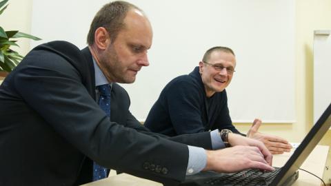 Projekteerimis-ehituslepingu digiallkirjastasid Nordeconi juhatuse liige Avo Ambur (vasakul) ja Järve Biopuhastuse juhatuse liige Vladislav Petuhhov.