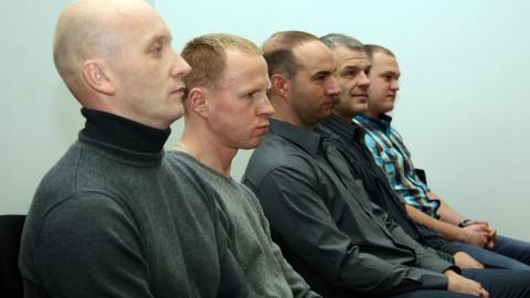 Mõisteti kriminaalsüüdistustes õigeks (vasakult): Alvar Ottokar, Andres Hints, Heiki Lindus, Andri Karp ja Mihkel Põder. Hints ja Põder praegu enam politseis ei tööta, nagu ka eile kohtusaalist puudunud Kaur Ilves.