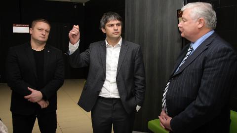 Advokaadid endas kindlad: Allan Valk (vasakult), Rene Varul ja Ain Alvin on veendunud, et nende klientide vanglasse jätmine eile oli jäme isiku põhiõiguste rikkumine.