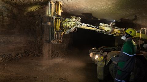 Praeguse kaevandamismahu juures − 8,2 miljonit tonni aastas − jätkub Estonia kaevanduses põlevkivi hinnanguliselt veel 10−15 aastaks.