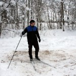 Traktorist kooris suusaraja lumest puhtaks