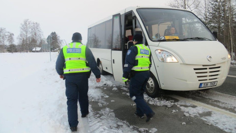 Politseinikud kontrollisid eile hommikul bussides turvavöö kasutamist ning pidid tõdema, et hiljutised õnnetused pole enamikule sõitjatest hoiatavalt mõjunud.