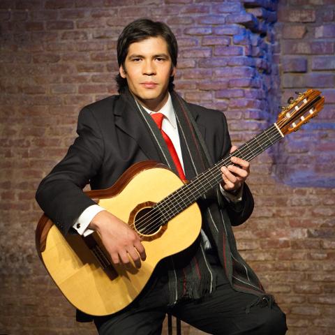 Juba viieaastaselt kitarriõpinguid alustanud Francisco Liberona on harjutanud Tšiili parima kitarriõpetaja käe all.