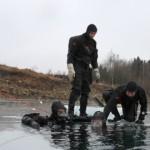 Meretuukrid harjutavad lõhkekehade leidmist jää alt