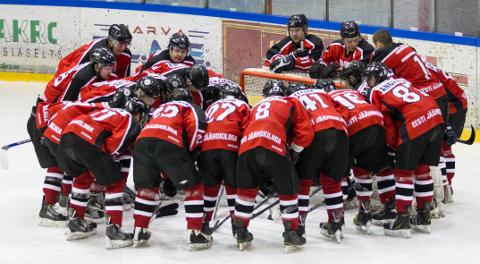 Narva Paemurru spordikooli võidule lisab kaalu, et meeskonda kuuluvad eranditult vaid oma hokikooli kasvandikud.