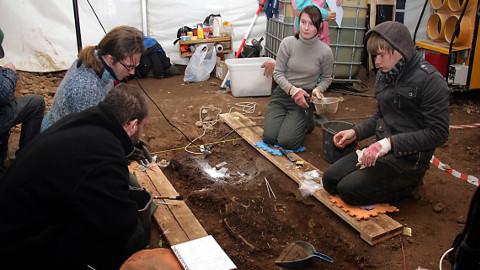 2009. aasta lõpul toimunud kaevamiste tulemuste põhjal on Kukruse kalmistu alal säilinud inimluud ja arheoloogilised leiud hindamatu allikas 12.-13. sajandi matmiskombestiku, religiooni, majanduse ja eluolu uurimisel.