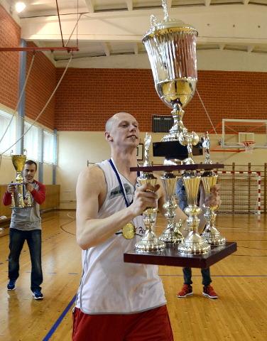 Ida-Viru meistrikarika on pea kohale tõstnud üks Iisaku meeskonna kangelasi Markus Laanemets.
