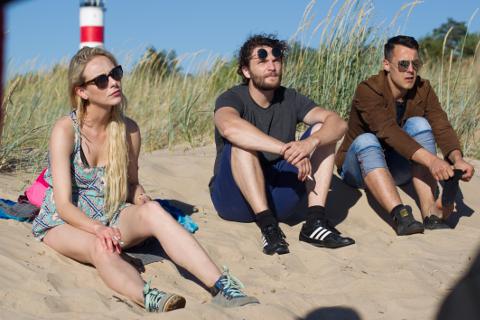 Leedu päritolu näitlejanna Severija Janušauskaite võttevabal päeval kolleegidega Narva-Jõesuu rannas.
