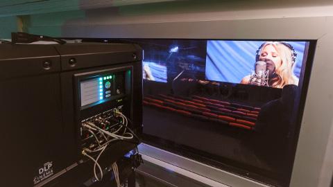 Apollo Kino juhid kinnitavad, et Narva uuenenud kinosaalid on varustatud kinotehnika viimase sõna järgi. See käib nii projektorite kui heliseadmete kohta.