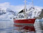 Tiit läks teele kaunil, veidi üle 16 meetri pikkusel purjelaeval nimega Icebird, kus oli kokku üheksa inimest, kellest kuus olid reisijad.