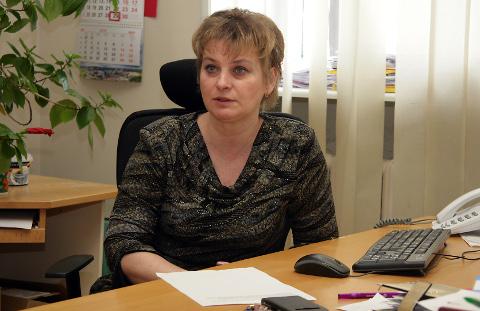 Julia Leontjeva ütleb, et müüjad küsivad talt kaupluses sageli, millal hakatakse inimesi tööle võtma, sest muidu ei osta neilt keegi midagi. Leontjeva sõnul jätab see, kui suurettevõtted on sunnitud inimesi koondama, jälje kogu regioonile.