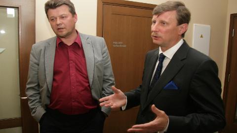 Jõhvi vallavanem Eduard East (paremal) jätkab oma eelkäija Aivar Surva alustatud liitumiskõnelusi, kohtudes teiste vallajuhtidega sel reedel.