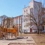 Narva võib sulgeda kõik linna gümnaasiumid ja täiskasvanute kooli