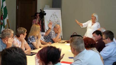 Jõhvi volikogus on suur vastasseis kestnud juba 2014. aasta kevadest, mil loodi koalitsioon ja ärimees Nikolai Ossipenko huve esindavad jõud jäid opositsiooni.