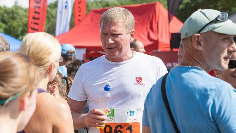 Narva linnavolikogu esimees Aleksandr Jefimov pooldab tervislikke eluviise ning kinnitab, et võis töövõimetushüvitisega kogemata eksida.