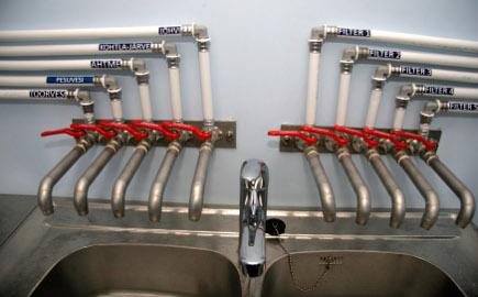 Suurprojekti käigus ehitati ka uus veetöötlusjaam, mis suudab varustada Kohtla-Järvet ja Jõhvit nõuetekohase joogiveega. Vajaduse korral saab eri piirkondadesse suunatava vee kvaliteeti kiiresti kontrollida.