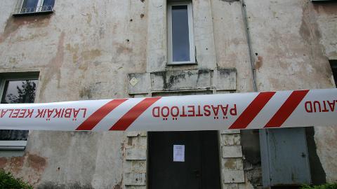 Päästjad piirasid ohtliku koha sisse ja kutsusid kohaliku teenistuse, mis tagas ohutuse.