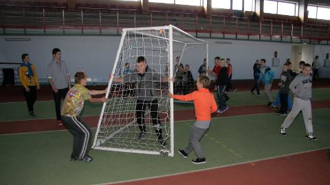 Eile tutvustati Ahtme spordihallis SPIN-programmi treenereid ja tulevikuplaane. Loomulikult peeti maha ka jalgpallilahing.