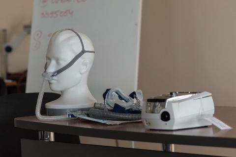 CPAP-seade on statsionaaris kasutatav uneaegne mehaaniline abivahend.