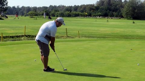 Ojasaare golfiväljak on Leaderi toetusega saanud endale teenindushoone. Nüüd saadi toetust väljakute hooldamiseks vajaliku tehnika tarbeks.
