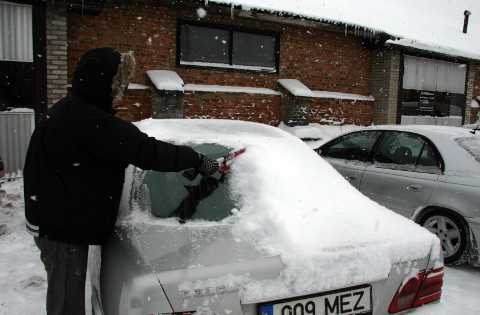Ka tagaklaas tuleks enne sõidu alustamist lumest puhtaks lükata.