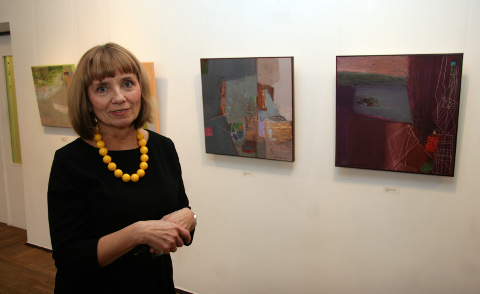 """Aira Rautso oma töödega """"Haned läinud"""" ja """"Sügis akna taga""""."""