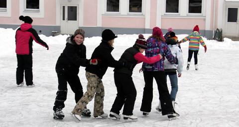 Toila gümnaasium võttis lisavaheaja kasutusele eelmisel õppeaastal. See tähendab, et lapsed saavad väikese pausi ka veebruaris, kui enamasti saab nautida talirõõme. Üle Eesti viiakse viis vaheaega sisse tulevast õppeaastast.