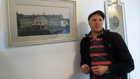 Kalle Markus Palanderi sekeldused Eesti politseiga kiiruseületamiste pärast on tekitanud olukorra, kus politsei taotles tema trellide taha saatmist. Nüüd on üks trahv tasutud, kuid kaks veel kohtutäituri menetluses.