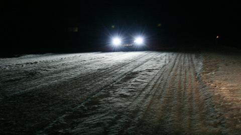 Eile kattusid kiilasjääs teed värske lumekihiga, mis muutis liiklemise veelgi ohtlikumaks.